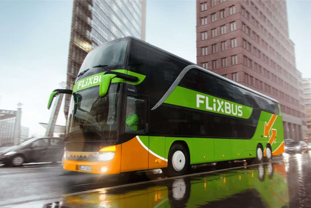 flixbus on the road free for editorial purposes automatisiertes HR Reporting